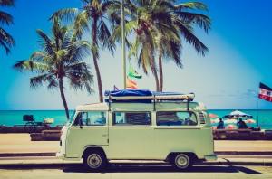 wakacje, na wakacje volswagenem,hippie car,samochód dla hipisów,świętować codzienność