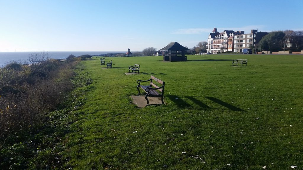 Frinton-and-sea